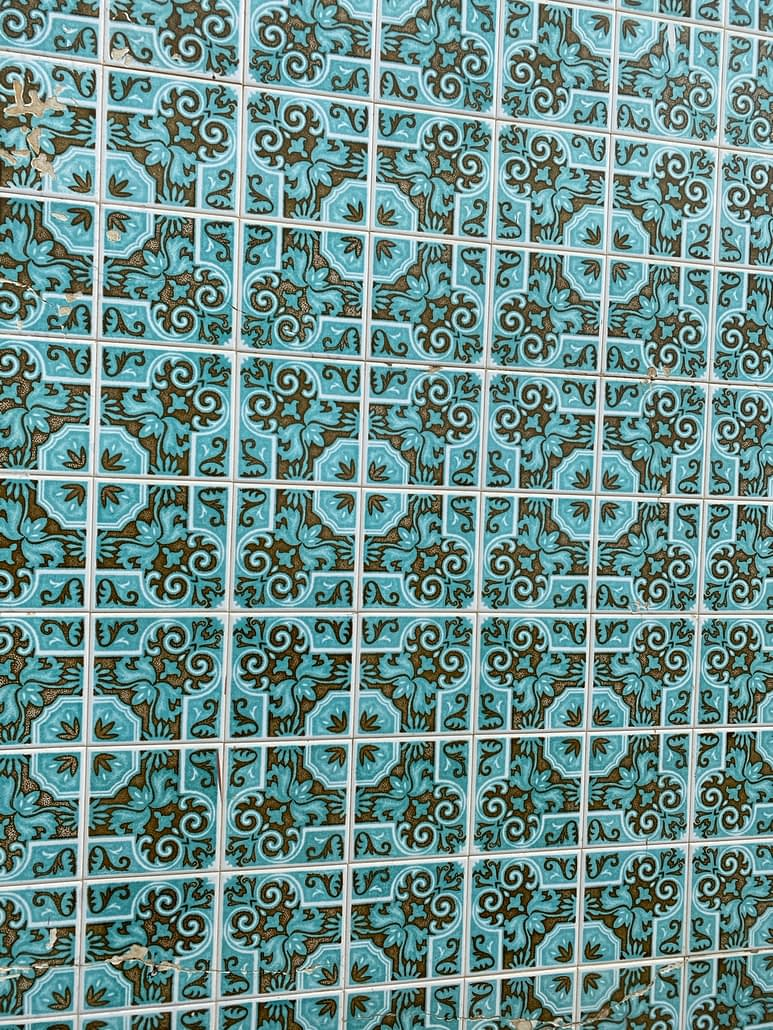 The tiles of Moncarapacho, take 5