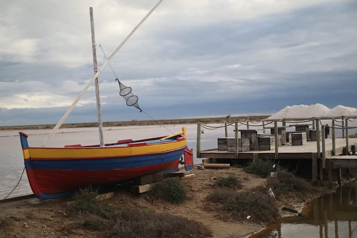 It is a tourist place as well as a salt production, with cafes and restaurants and a boat mostly there for the beauty of it. And a museum about salt production, always interesting
