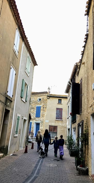 Walking through old Gruissan, on the way to the tower
